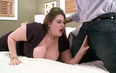 Ambit babe upon massive milk jugs is fucking a guy she has met a while subvene