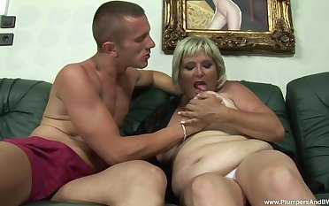 Mature second-rate Zsuzsanna flashes her saggy bosom at the having sex