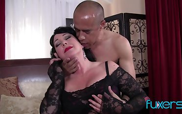 BBW Alexis Couture gets facial after hot kinky sex