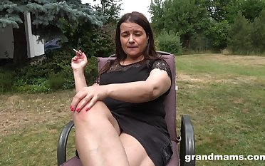 Busty chubby mature lady is happy to masturbate absent from at one's disposal the backyard