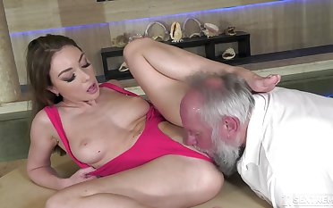 Strong sex for be passed on slim MILF from a senior bloke