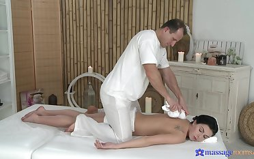 Needy dour wants the masseur's cock right away