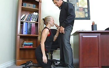 Downcast secretary Kylie Wilde gives a blowjob together with gets fucked on a difficulty boss's table