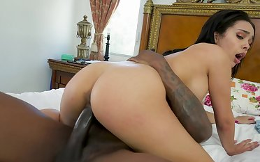 Wrought up hottie lets this monster BBC to work her pussy on cam