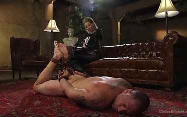 Muscular man gets his ass poked by dominant Maitresse Madeline Marlowe